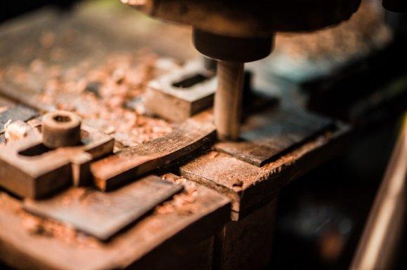 Fabrication de lunettes en bois et métal Lyon