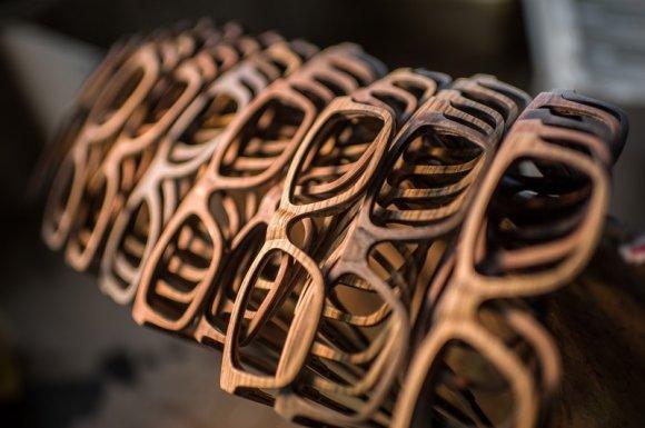 Fabrication de lunettes en bois écoresponsables Lyon